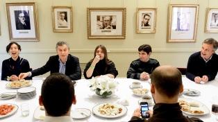 Macri almorzó con jóvenes usuarios de Taringa!