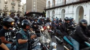 La Legislatura porteña tratará la ley que obliga a llevar chaleco reflectante a los acompañantes de motociclistas