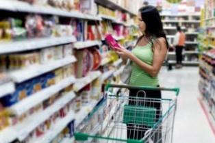 Las ventas en los súper retrocedieron 0,1% y crecieron 4,9% en los shoppings