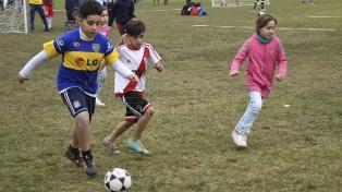 Una liga de fútbol callejero donde chicas y chicos juegan juntos