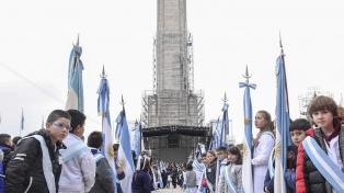 Miles de alumnos protagonizaron en Rosario la tradicional promesa de lealtad a la bandera