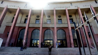 La Universidad de Chile homenajeó a 104 estudiantes desaparecidos en la dictadura