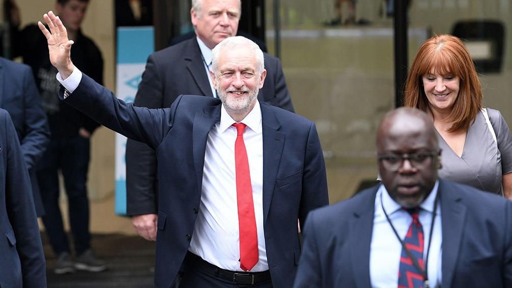 Corbyn asume su