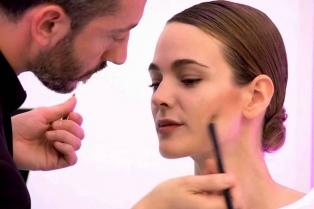 """""""Muchos creen que maquillarse es ponerse todo y a veces basta con un brillo de labios"""""""