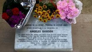 A cuatro años del femicidio de Ángeles Rawson, colocan una placa en una plaza de Palermo