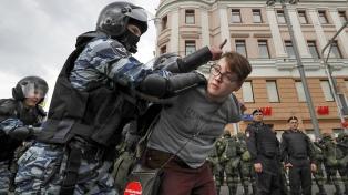 Cientos de detenidos en una protesta contra el arresto de un periodista