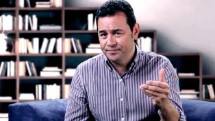 Piden retirarle la inmunidad a Jimmy Morales y acusarlo por la muerte de 41 niñas en un hogar estatal