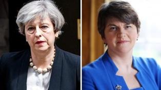 Tories y miembros del DUP postergaron su posible acuerdo por el incendio