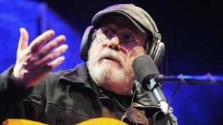 Silvio Rodríguez fue distinguido por la Universidad de las Artes