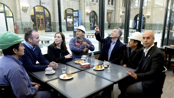 Militantes K y docentes abuchearon a Macri en Tigre