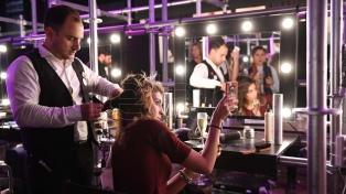 Las peluquerías se renuevan y ahora ofrecen shows en vivo, barra de tragos y exposiciones