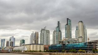 Domingo nublado, con chaparrones y una máxima de 33 grados en la ciudad y el conurbano