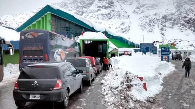Hay camiones varados por el cierre de los pasos a Chile