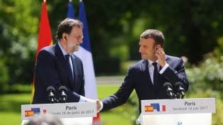 """Macron defendió una """"España entera"""" en su primera reunión con Rajoy"""