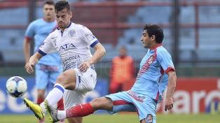 Godoy Cruz derrotó a Arsenal en Sarandí y lo complicó con el descenso