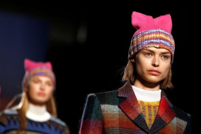 Cuáles son los gorros de lana que marcan tendencia este año - Télam ... 21ce23876aa