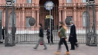 Dos jóvenes fueron detenidos cuando intentaban ingresar a la Casa de Gobierno