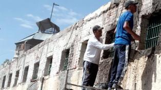 Un grupo de presos construyó un aula en un penal y limpió el Cerro de la Gloria