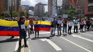 """La oposición realizó su """"trancazo"""", hubo represión y huelga de hambre incluídos"""