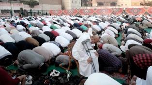 Millones de musulmanes celebran el fin de Ramadán