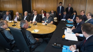 Las centrales sindicales rechazaron la propuesta de aumento del 20,3%