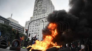 La Policía desalojó una protesta en la avenida 9 de Julio y Belgrano