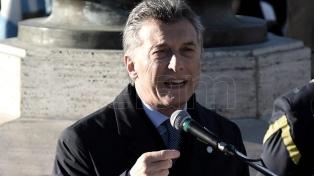 Macri rinde homenaje a los policías caídos en cumplimiento del deber