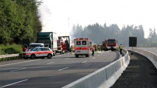 La policía teme que sean 18 los muertos en un choque de bus en Alemania
