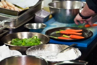 Según una investigación, ni siquiera los grandes chefs son muy higiénicos
