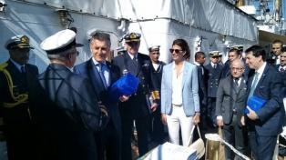 El presidente Macri celebró el Día de la Independencia a bordo de la Fragata Libertad en Hamburgo
