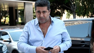 Angelici confía en revertir el veto de la Conmebol tras reunirse con Domínguez