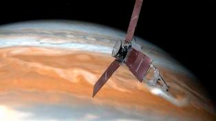 Por primera vez la sonda Juno sobrevuela la gran mancha roja de Júpiter
