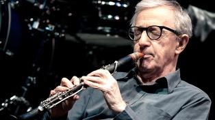 Activistas feministas repudiaron a Woody Allen en un concierto en Hamburgo