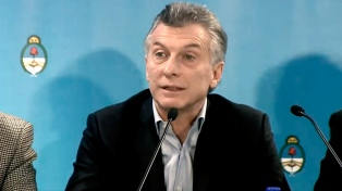 """Macri lamentó que Gils Carbó """"insista en permanecer en su cargo"""""""