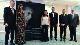 El Presidente rindió homenaje a Favaloro, a 50 años del primer bypass