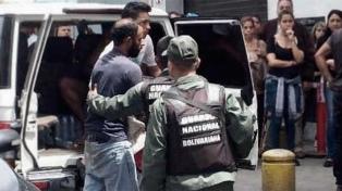 Arrestan a un reportero gráfico en medio de otra jornada de protestas
