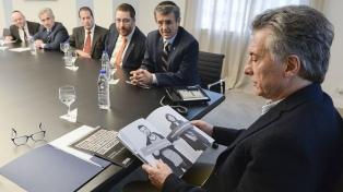 Macri rinde homenaje a las víctimas de la AMIA y asistirá al aniversario de la Bolsa