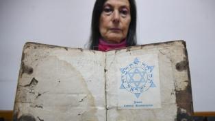 Los libros rescatados en el atentado a la AMIA, una historia de solidaridad y supervivencia