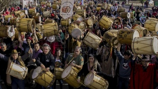 Marcha de los Bombos por el 466 aniversario de Santiago