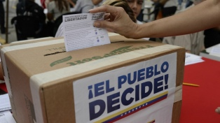 Votan la consulta popular contra el gobierno de Maduro