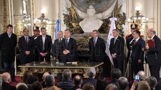 Finocchiaro asumió al frente de Educación y Aguad en Defensa