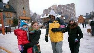 Siguen bajo cero las temperaturas en Bariloche, donde se restablecen los servicios