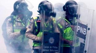 Al menos 37 muertos por enfrentamientos entre presos y funcionarios en una cárcel venezolana