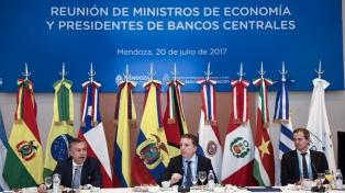 Dujovne diferenció la política de financiamiento de la del gobierno anterior, al que acusó de saquear el Banco Central