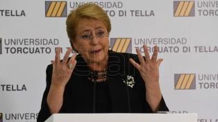 Bachelet defendió su reforma educativa como camino hacia una economía sustentable