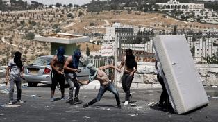 Tres palestinos muertos y casi 400 heridos en torno a la Explanada de las Mezquitas
