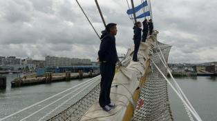 La Fragata Libertad llegó al puerto de Boulogne Sur Mer