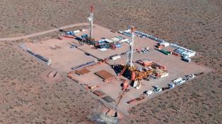 """YPF estudia un """"gran proyecto petroquímico"""" y exportar GNL a partir del gas de Vaca Muerta"""