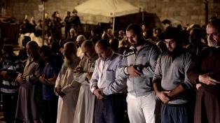 Por primera vez en dos semanas, los palestinos rezaron en Al Aqsa sin restricciones