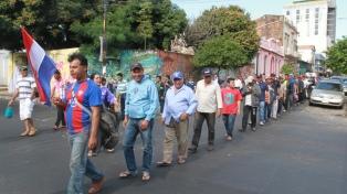 Campesinos se instalan frente a Agricultura y amenazan con medidas más duras